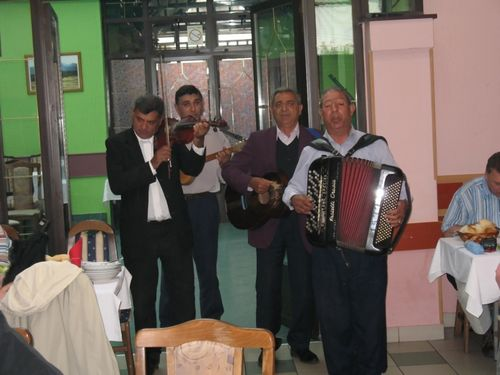 "Picture 21 – During lunch: Appearance of a ""Banda,"" a musical group, which struck up moody music and songs for entertainment."